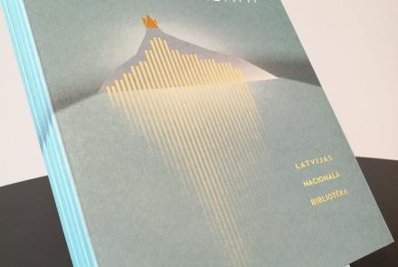 """Izdevums par Latvijas Nacionālo bibliotēku """"Nākotnei izlasāmi. Latvijas Nacionālā bibliotēka"""" un """"The Castle of Light. The National Library of Latvia"""""""
